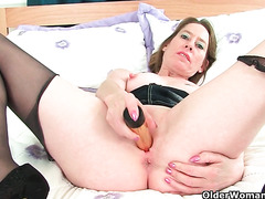 My favourite videos of English mums in tights: Michelle, Sammie and SexyP
