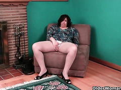 My favorite videos of American moms in pantyhose: Marie, Fannie and Lisa