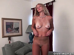 My favorite videos of American moms in pantyhose: Lauren, Jamie and Lilli