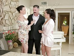 Killing hot milf Dana DeArmond and her assistant surrounding a great nuru palpate