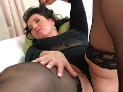 BBW black-hearted mature lay Isadora M. caresses her shaved pussy