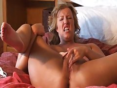 Horny adult lady Zoey Andrews solo