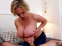 Stunning be in charge lady Dee Williams treats girder with a brute blowjob