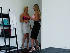 Alexis Fawx and Brandi Carry the are eating each others tasty with bated breath slits