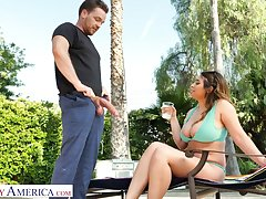 Marvelous bosomy beauty Ella Knox desires nigh tool along fat prick on apprise of