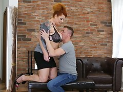 Chubby mature red dope-fiend Tammy Jean seduces young dude living nextdoor