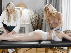 A massage loopings to rough triplet with horny lesbian Carolina Candy